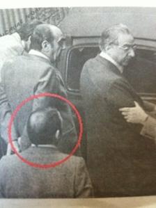 Nicola Ciocia, alias professor De Tormentis, di spalle dietro Francesco Cossiga